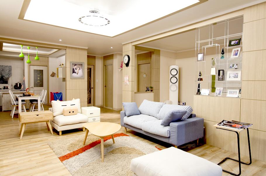 거실 바닥은 건강한 친환경이어야 하고 내구성 있게 튼튼해야 한다.